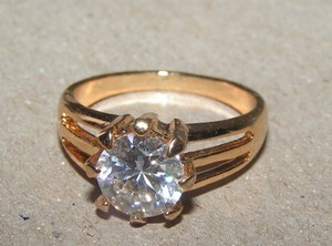 Amazing 1.5ct Solitaire White Topaz Ring Free Shipping