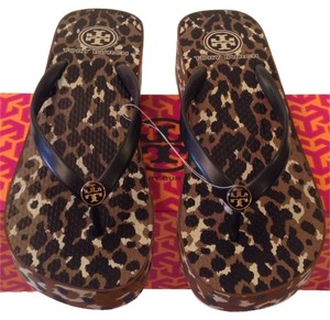 b2b9edc33 Tory Burch Sandals - Up to 90% off at Tradesy