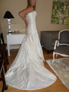 Anjolique Ivory Silk 1020 Feminine Wedding Dress Size 8 (M)