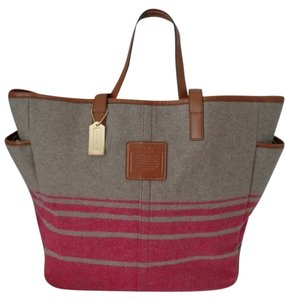 Coach Hadley Wool Weekend Tote in Gray/Raspberry