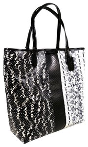 Coach Women's Leather Tote in Black/White