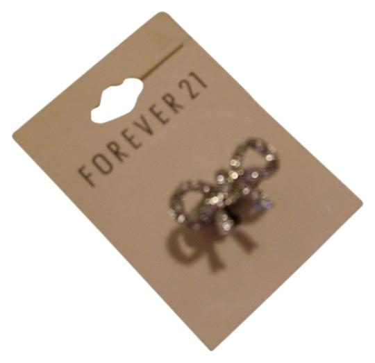 Preload https://item5.tradesy.com/images/forever-21-silverclear-bow-ring-826974-0-0.jpg?width=440&height=440