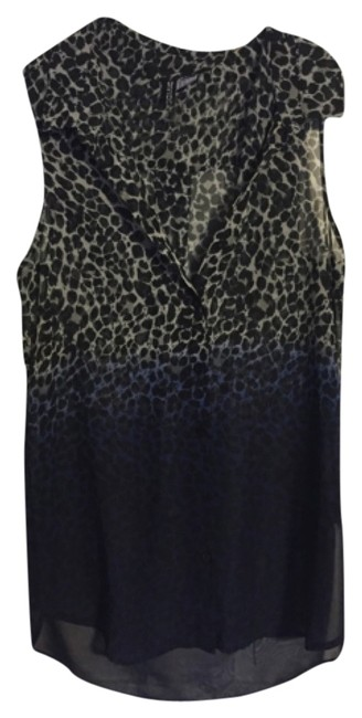 Preload https://img-static.tradesy.com/item/8277673/h-and-m-black-divided-blouse-size-4-s-0-2-650-650.jpg