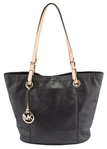 Michael Kors Jet Set Tote in Black
