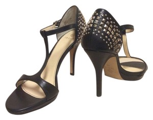 Isola Black Pumps