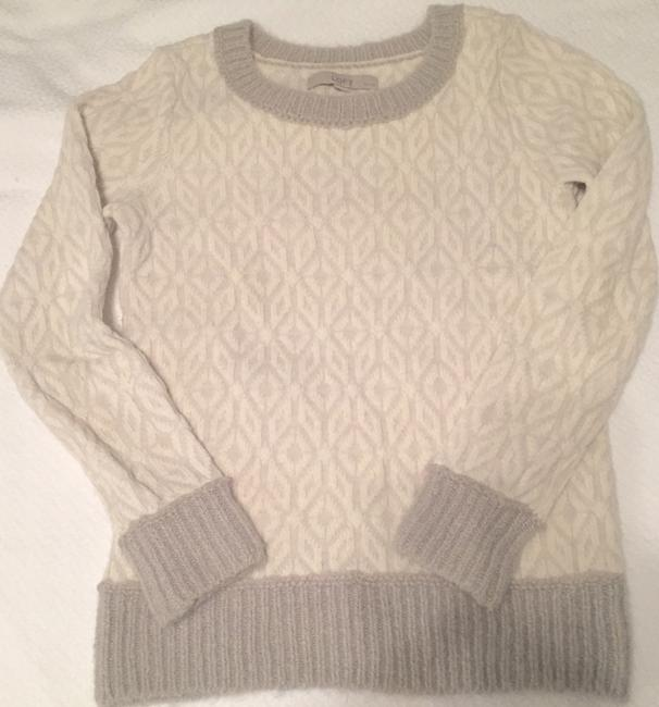 Preload https://img-static.tradesy.com/item/8325556/ann-taylor-loft-beige-and-gray-printed-sweater-0-0-650-650.jpg