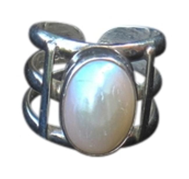 Item - Silver/Pearl Pretty And Ring