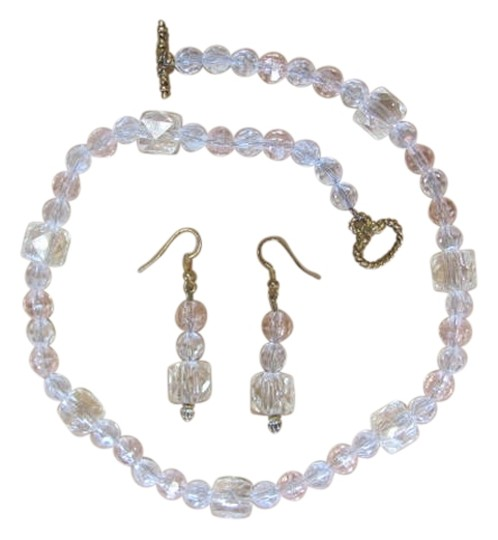 Preload https://img-static.tradesy.com/item/834032/clear-very-light-peach-tint-new-set-crystal-look-necklace-0-0-540-540.jpg