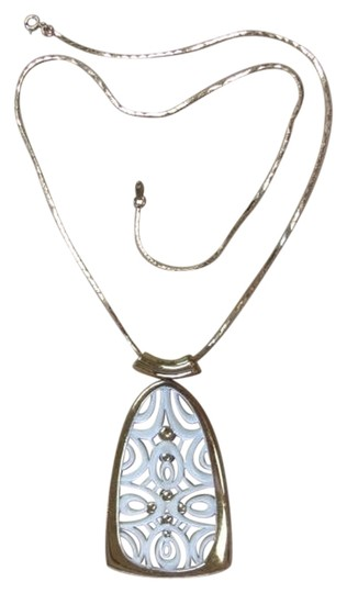 Preload https://img-static.tradesy.com/item/834120/goldtone-white-pendant-with-design-necklace-0-0-540-540.jpg