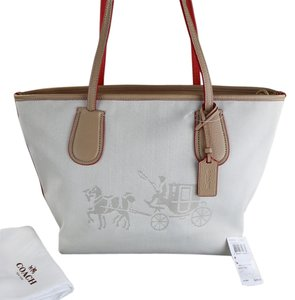 Coach Horse Carriage Zip Tote in Light Gold/Khaki/CHALK