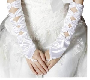 BRAND NEW!!! Optic Cool White Embellished Gloves