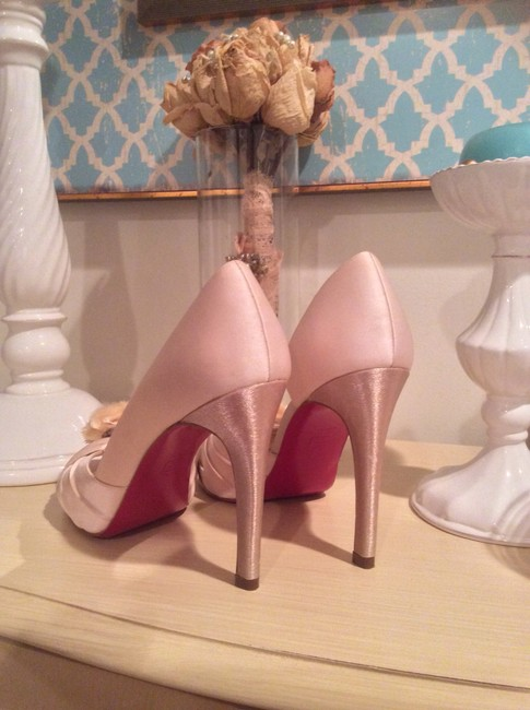 Item - Light Pink with Gold Heels And Bridal Pumps Platforms Size US 8