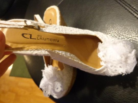CL by Laundry Cute Elegant white Wedges