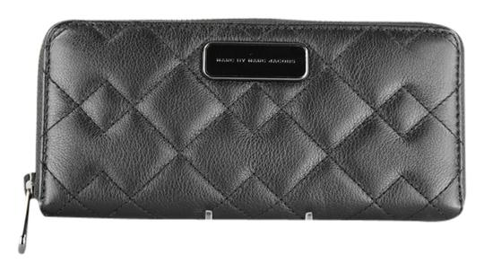 Preload https://img-static.tradesy.com/item/8372809/marc-by-marc-jacobs-black-sophisticato-crosby-quilted-leather-slim-zip-around-wallet-0-1-540-540.jpg
