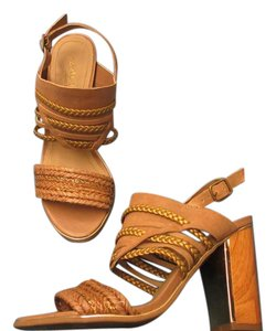 Kenneth Cole Leather Wood Heel Natural with Muted Gold Trim Sz 6M Sandals