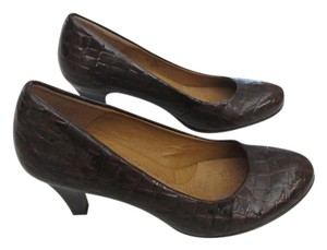 Eürosoft by Söfft Padded Imitation Gator Skin Brown Pumps