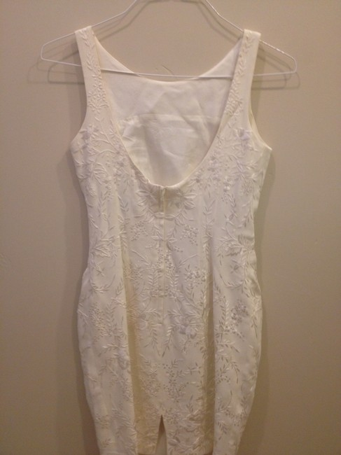 Carmen Marc Valvo Off White Embroidery Size 2 Dress