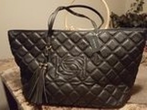 bebe Tote in black