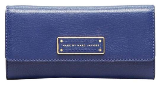 Preload https://img-static.tradesy.com/item/8384716/marc-by-marc-jacobs-ultra-violet-trifold-too-hot-to-handle-continental-wallet-0-2-540-540.jpg