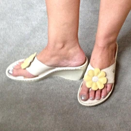 Brn Leather Yellow Flower Summer Designer Comfortable Sandal Thong Chic Fun Ivory Wedges