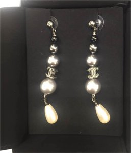 Chanel Chanel pearl drop earrings 15B collection