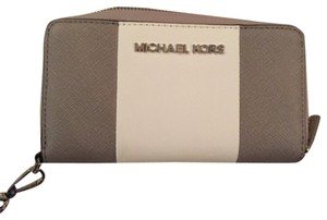 Michael Kors Wristlet in Grey and white
