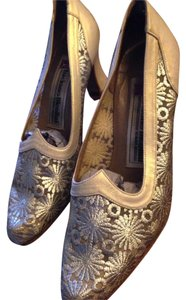 Luciano nicolini imported size six but its fits like size 5 1/2 Gold Pumps