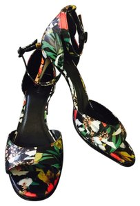 Tahari Black Multi Sandals