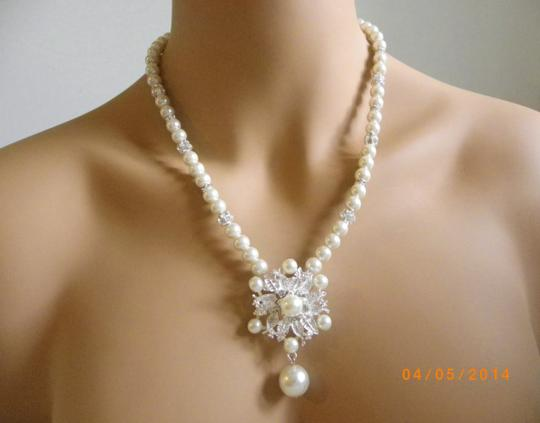 Cream White Pearl Victorian Ivory Glass Pearl Pearl Pendant Necklace