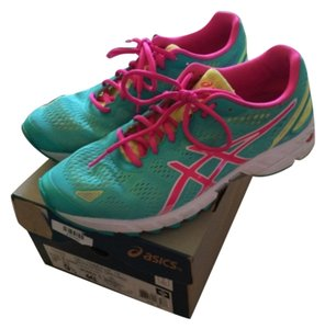 Asics Mint/PinkRetails - $119.9592.95 - RoadrunnerDynamic DuoMax Support System: Supports and stabilizes with reduced weight and increased platform comfort Athletic