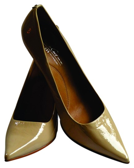 Kenneth Cole beige Pumps