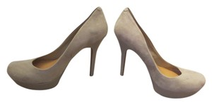 Jessica Simpson Gray Pumps