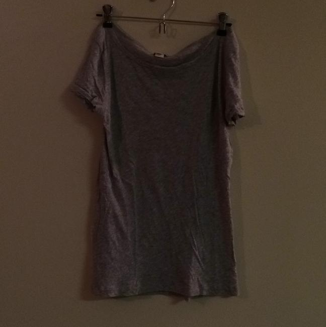 Preload https://img-static.tradesy.com/item/8425888/jcrew-grey-tee-shirt-size-6-s-0-0-650-650.jpg