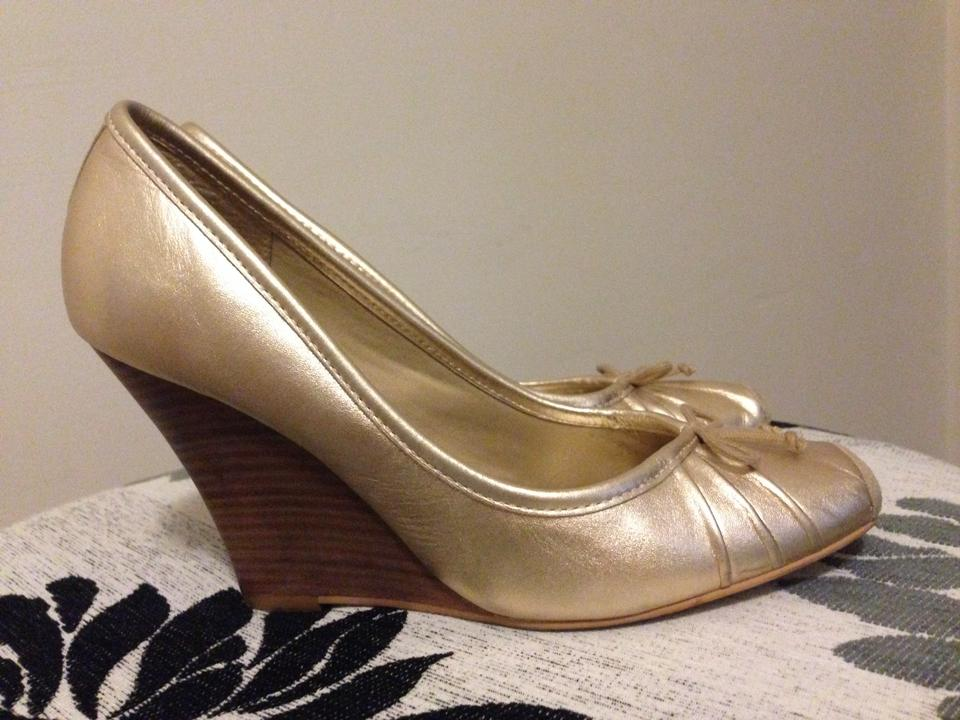 56a1f6486b91 Jessica Simpson Comfortable Leather Ballerina Wedge Bow Gold Pumps Image 4.  12345