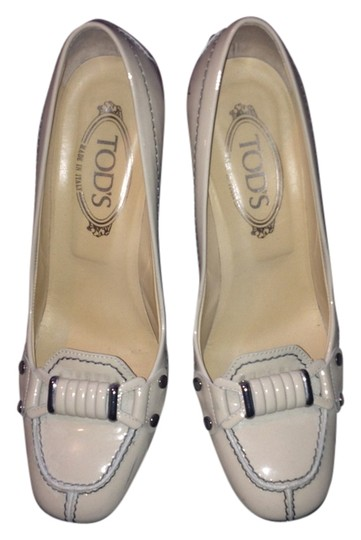Tod's Buckle Cream Patent Leather Pumps