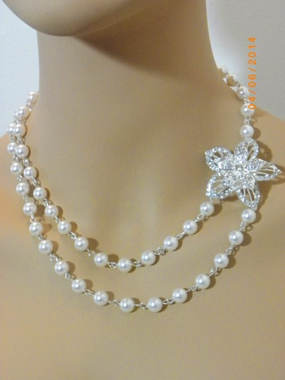 Vintage Style Swarovski Pearl Wedding Bridal Necklace Pearl Rhinestone Flower Necklace Bridal Necklace White