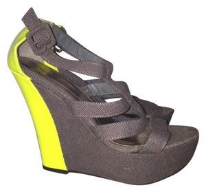 Qupid Gray Wedges