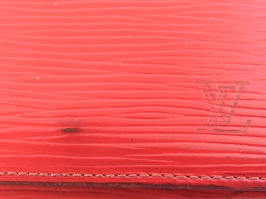 Louis Vuitton Louis Vuitton Epi Leather Bifold **Severe Peeling