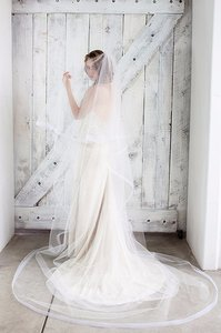 Light Ivory Veil With Scattered Crystals 6