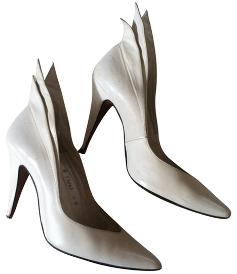 Preload https://img-static.tradesy.com/item/844801/white-special-winged-pumps-size-us-5-0-0-540-540.jpg