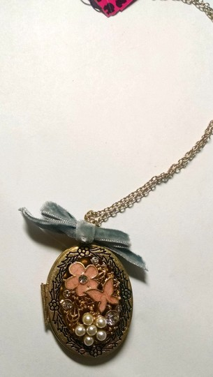 Betsey Johnson Betsey Johnson Flower Locket Bow Pendant Necklace Antiqued Gold J1486 Image 3