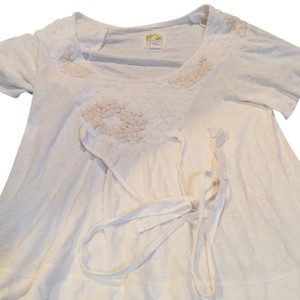 Anthropologie Small Medium Off White Cream Shirt Stylish Feminine Figure Flattering T Shirt Off White/Cream