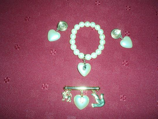 Liz Claiborne Vintage Liz Claiborne faux pearl bracelet, clip earrings, and pin