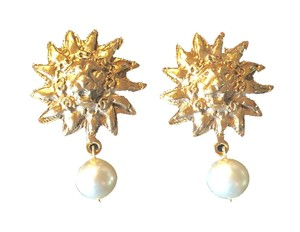 Chanel CHANEL Lion Sun Earrings with Gripoix Pearl