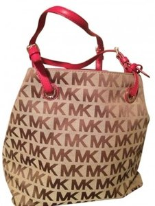 Preload https://item5.tradesy.com/images/michael-kors-lovely-mk-bucket-beigered-cloth-shoulder-bag-8479-0-0.jpg?width=440&height=440