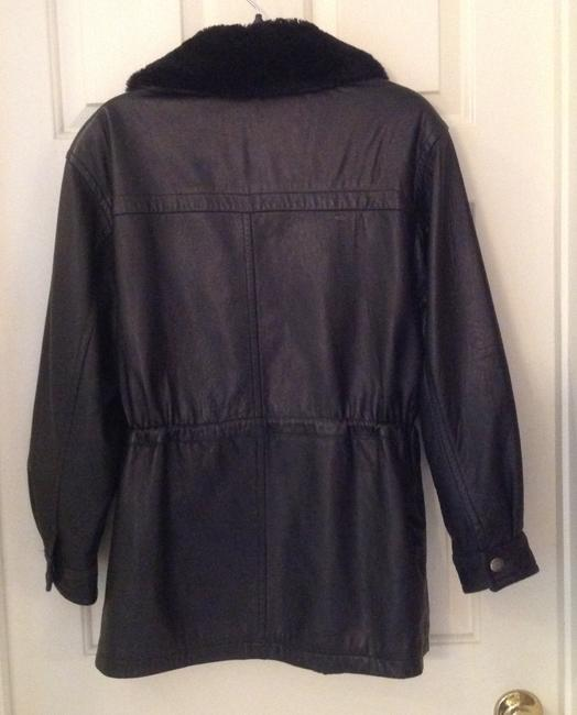 Kenneth Cole Reaction 2 Front Pockets With Zippers To Keep Valuables Secure. Coat