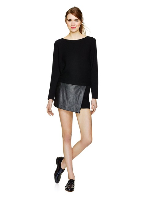 Preload https://img-static.tradesy.com/item/8490283/wilfred-black-liah-shorts-size-0-xs-25-0-3-650-650.jpg