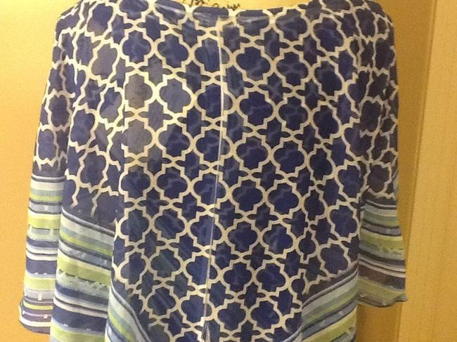 One World Geometric Comfortable Flowy Lightweight Pull Over Top Blue