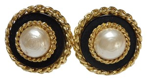 Chanel Auth CHANEL 26 Round Clip-on Earrings Goldtone/Faux Pearl/Plastic