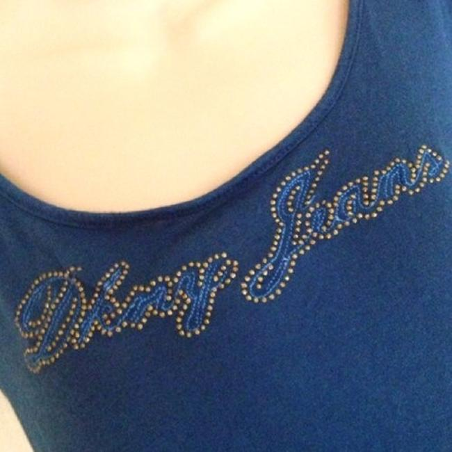 DKNY Designer Donna Karen Logo Gold Fitted Casual Chic Weekend Shopping Lounging Summer Spring T Shirt Blue